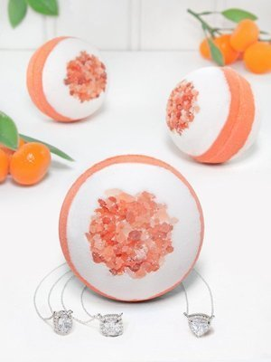 Charmed Aroma kula do kąpieli bomba z biżuterią Tangerine  - Naszyjnik Srebro 925